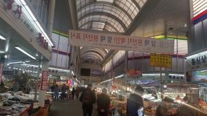 Asian風の乾物市場がアーケード街になって小綺麗になっていた。