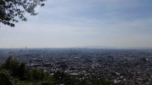 大阪の高層ビル群を望む